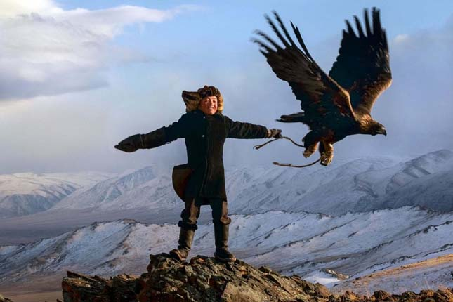13 éves mongol lány sassal vadászik
