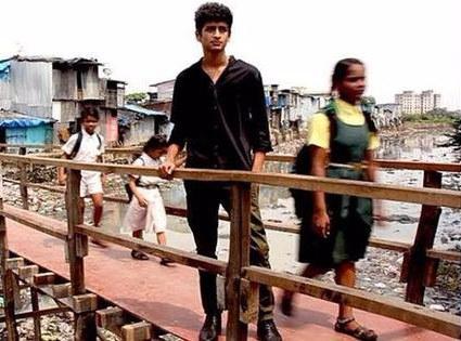 Egy 17 éves indiai fiú épített egy hidat a kisiskolásoknak