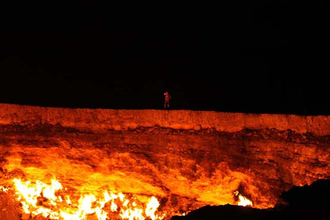 A Pokol kapuja, Darvaza