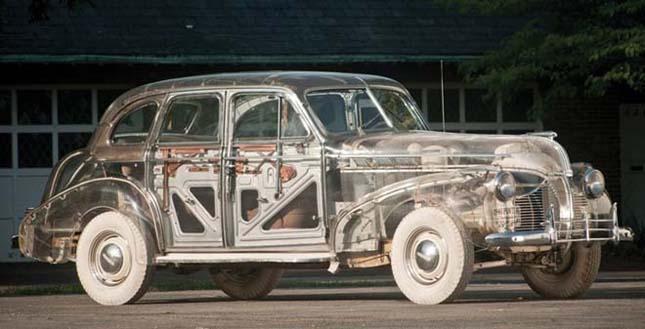 Az átlátszó Pontiac