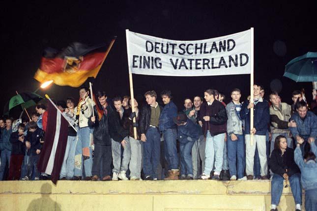 Berlini fal lebontása