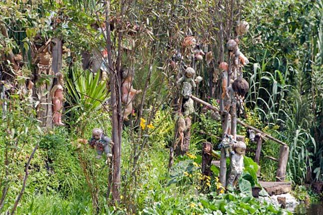 Bizarr turistalátványosságok, Isla de las Munecas vagyis a Babák szigete