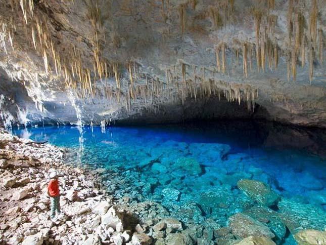 Kék tó barlangja, Brazília