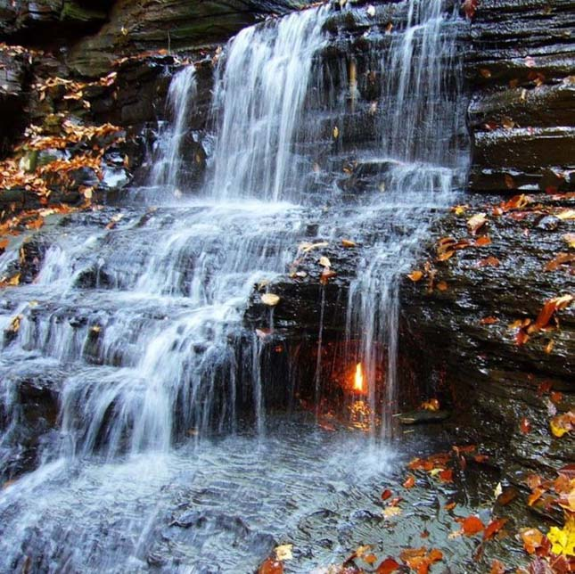 Örök tűz vízesés, Eternal Flame Waterfall