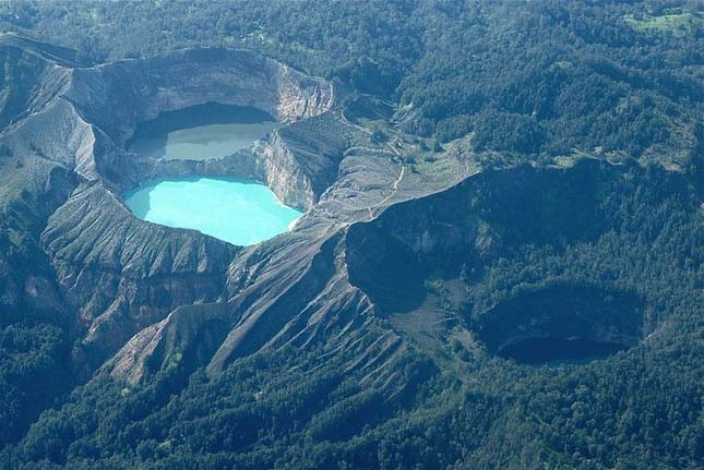 Kelimutu vulkán krátertavai