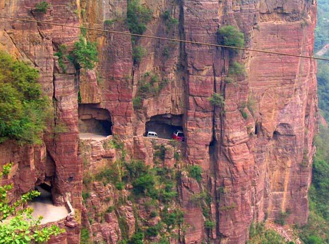 Kínai Guoliang alagút, a hegyoldalba vájt járat