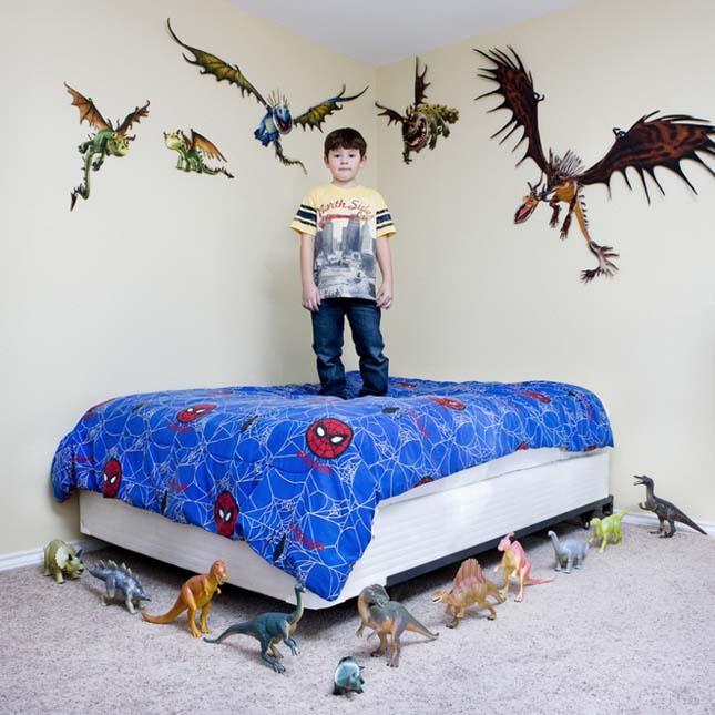 Gyerekek a kedvenc játékaikkal a világ minden tájáról