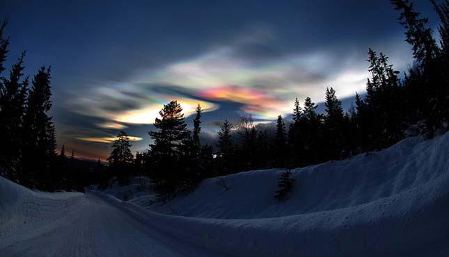 Gyöngyházfényű felhők