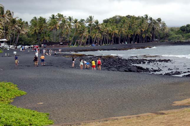 Hawai fekete homokos tengerpartja