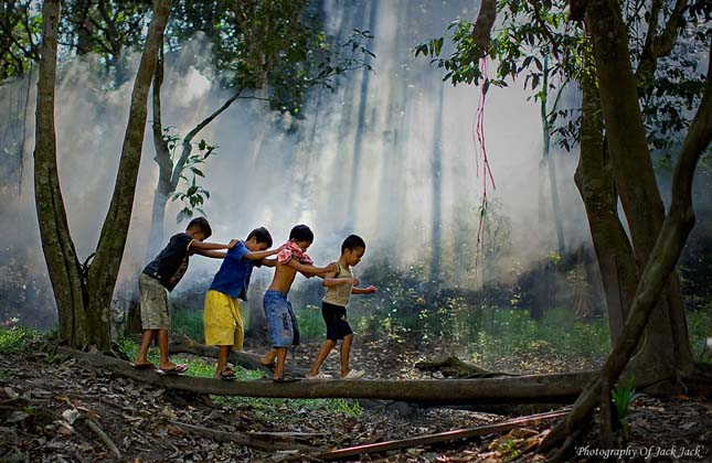 Játszó gyerekek