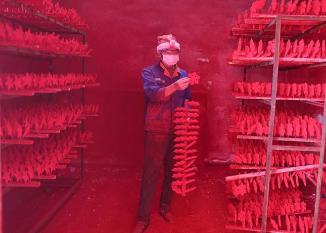 Karácsonyfa dísz gyártása Yiwuban