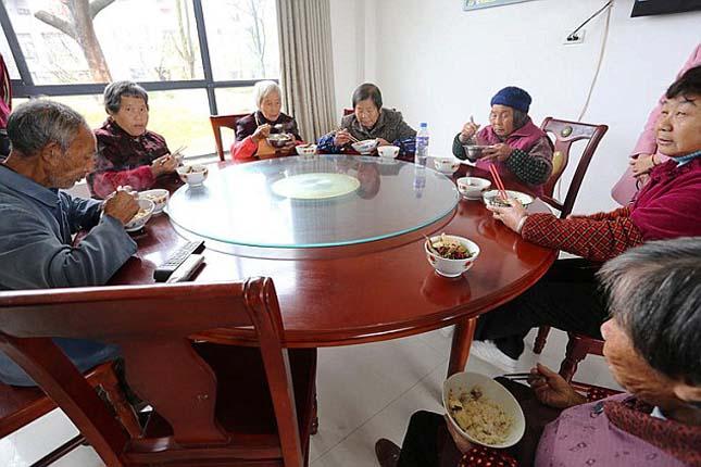 Luxusházakat épített szülőfalujának a kínai milliárdos