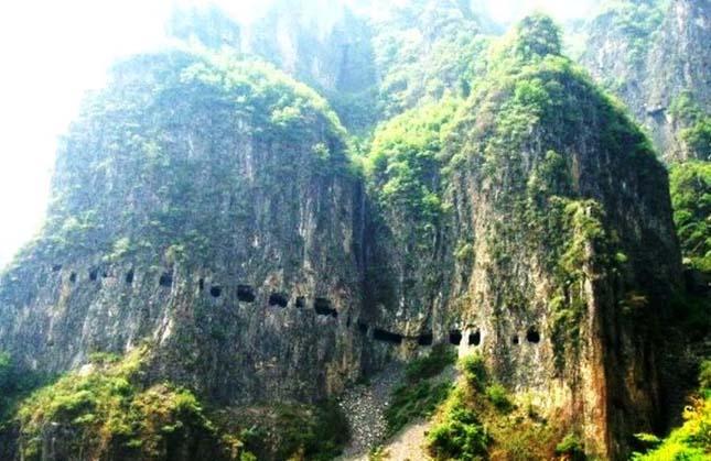 Sziklaalagút Guoliang-nál, Kína