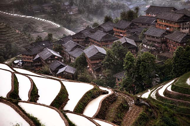 Eldugott hegyi falucska, Dél-Kína