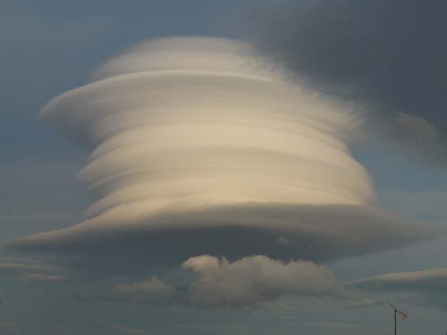 Lentikuláris felhő
