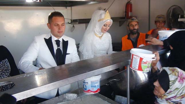 4000 menekültnek osztottak ételt