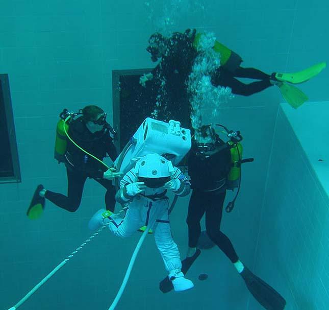 Nemo 33, a világ legmélyebb medencéje