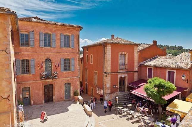 Az okkersárga falu, Franciaország