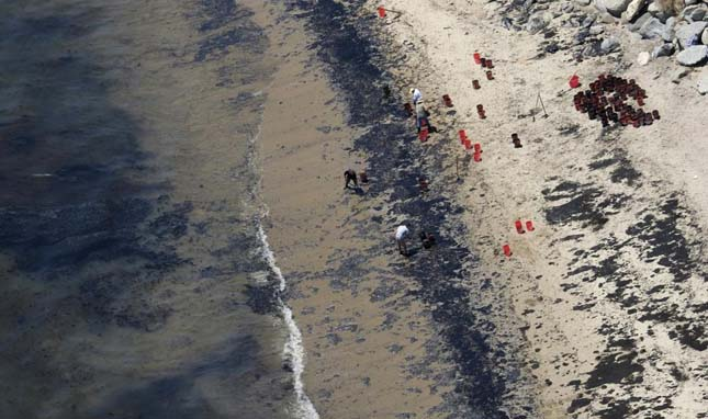 Nagy mennyiségű olaj ömlött a tengerbe Kaliforniánál