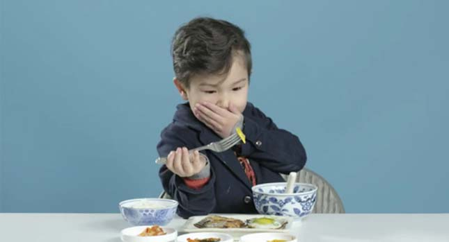 Amerikai gyerekek más országok reggelijét kóstolják