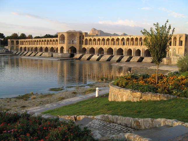 Khaju Bridge, Irán