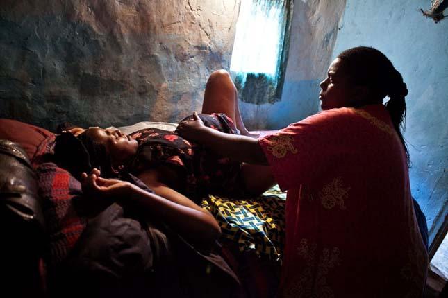 магазине катя как рожают в африканских племенах фото руки ведущего плечи