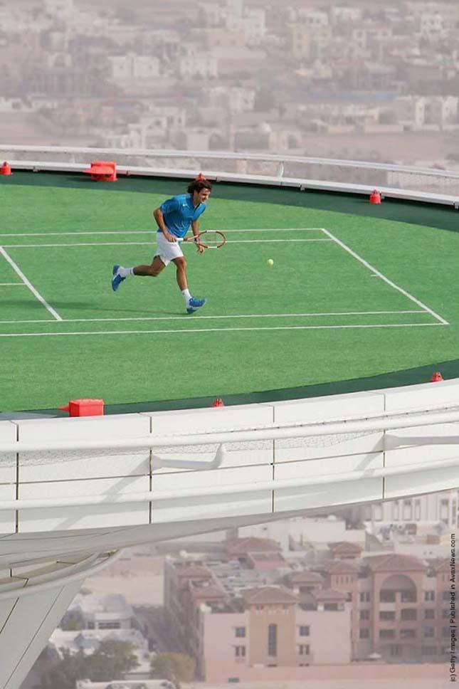 Teniszpálya a Burj al-Arab szálloda tetején