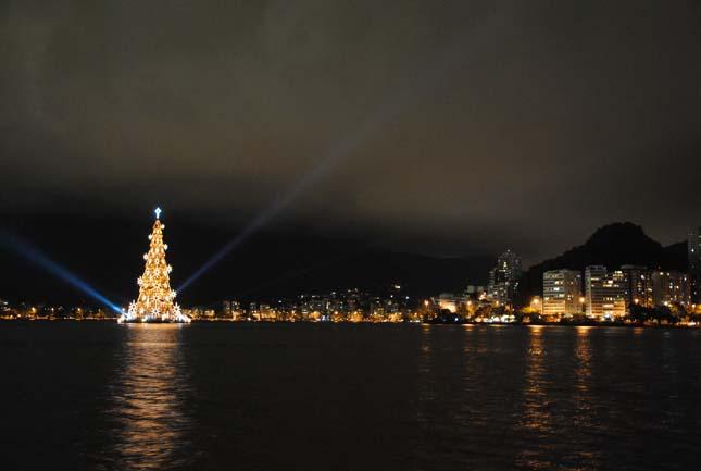 Úszó karácsonyfa
