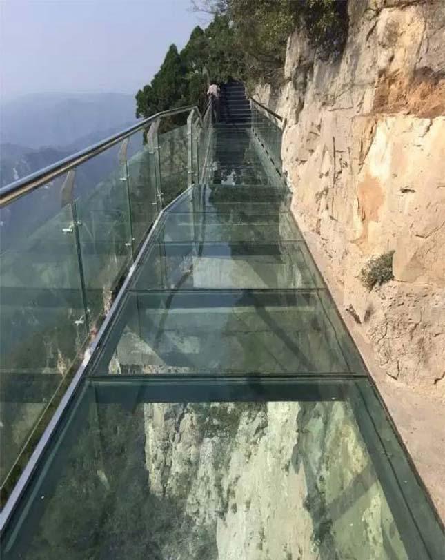 Üvegpadlós sétaút