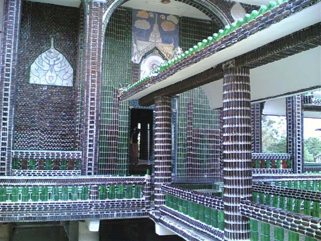 Sörösüvegekből épült templom