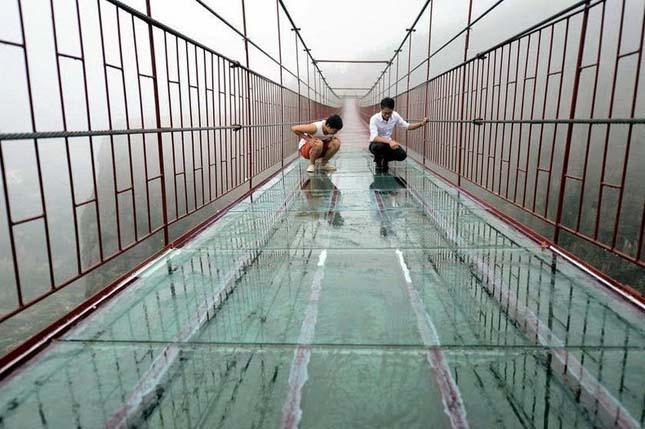 Üvegpadlós függőhíd