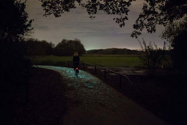 Világító bicikliút