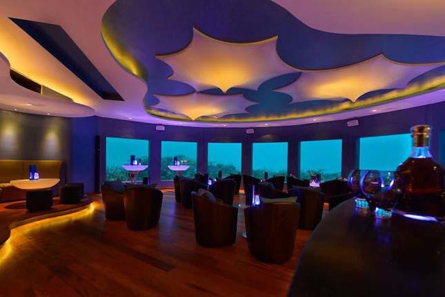 A Maldív-szigeteken nyitották meg a világ első víz alatti bárját