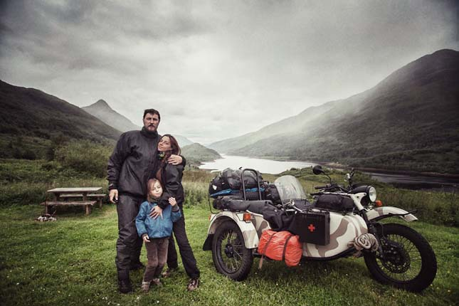 Motorral járta be Európát egy család