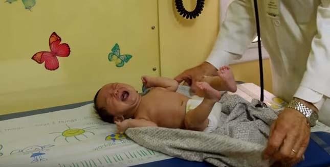 Síró kisbaba megnyugtatása