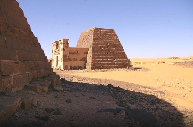 Piramistemető Meroéban