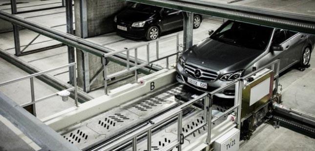 Robotizált parkoló