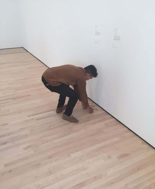 Műtárgynak hitték a múzeum padlóján hagyott szemüveget