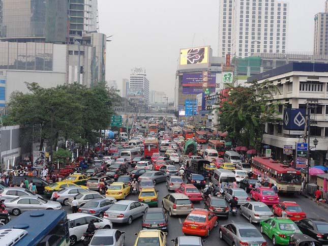 Ilyen büntetést kapnak az ittas vezetők Thaiföldön