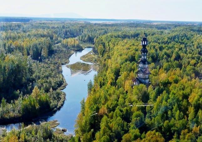 toronyház az alaszkai erdőben