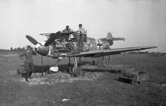 Világháborús repülőgép roncsaira bukkantak
