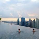 Marina Bay Sands luxushotel – végtelen medence a szálloda tetején