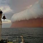 Homokvihar tombolt az Indiai-Óceán felett