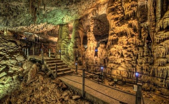 Soreq barlang, Izrael