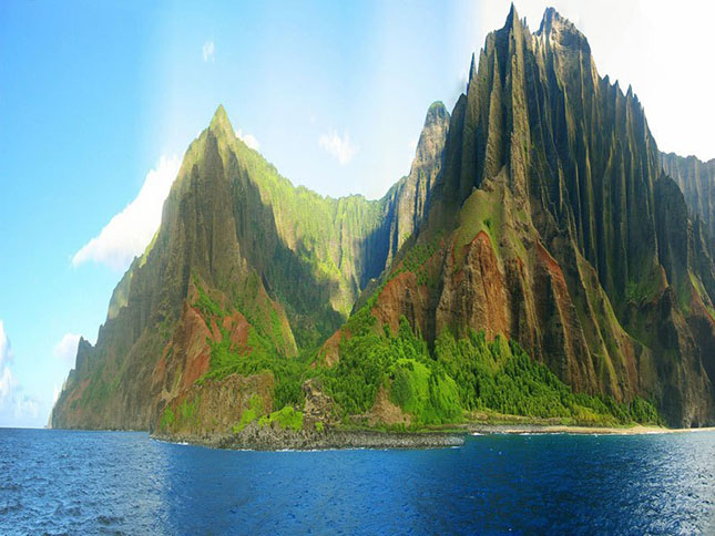 na-pali-coast-state-park-jagged-cliffs-kauai-hawaii