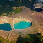 Színes tavak a Kelimutu vulkán tetején