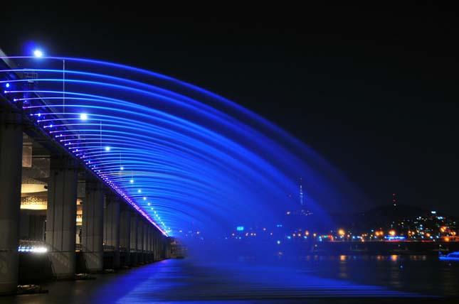 A szökőkutakkal teli híd a Banpo híd, Dél Korea
