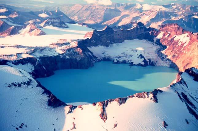 Katmai-hegy és a krátertó - Alaszka, USA