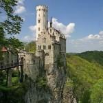 Sziklára épült templomok és kastélyok