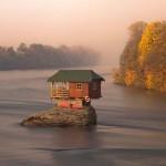 Magányos ház a Drina folyón